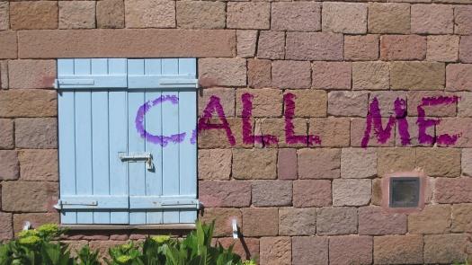 Call me scritto sul muro